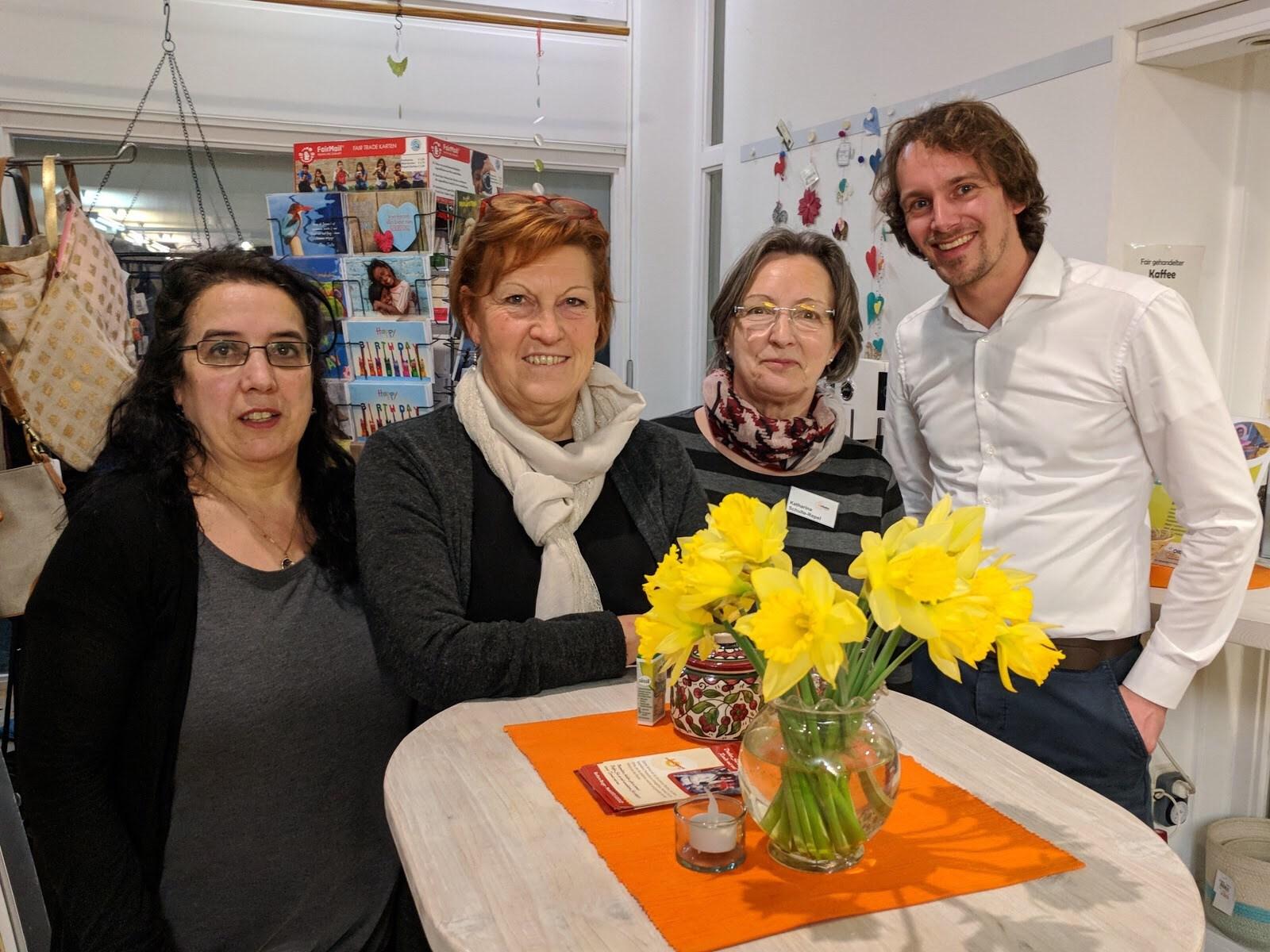 links nach rechts: Carmen Chao Barbeito, Doro Höfer, Katharina Schulte-Repel und der Referent von El Puente, Michael Sommer.
